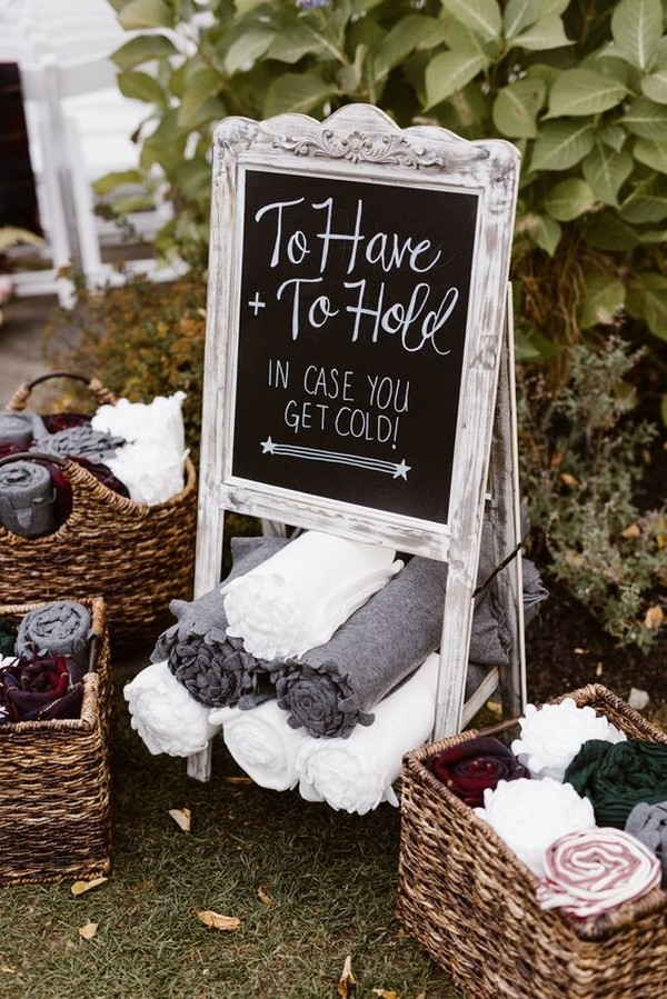 outdoor wedding favor ideas blankets