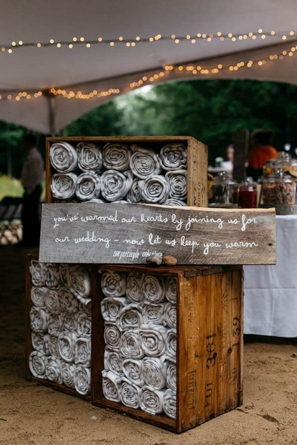 rustic fall wedding favor ideas blankets