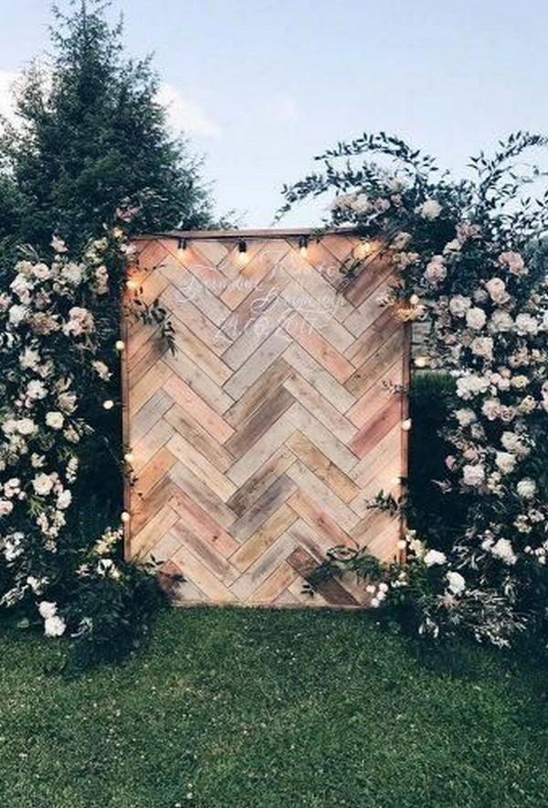 Rustic Outdoor Wedding Photo Booth Backdrop Ideas