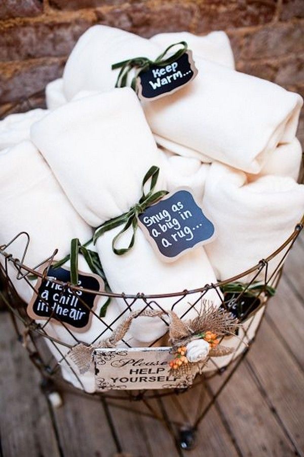 white blankets as fall wedding favors