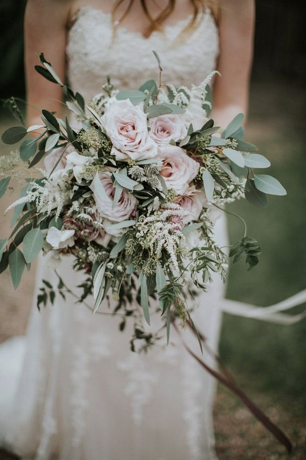 green and blush wedding bouquet ideas