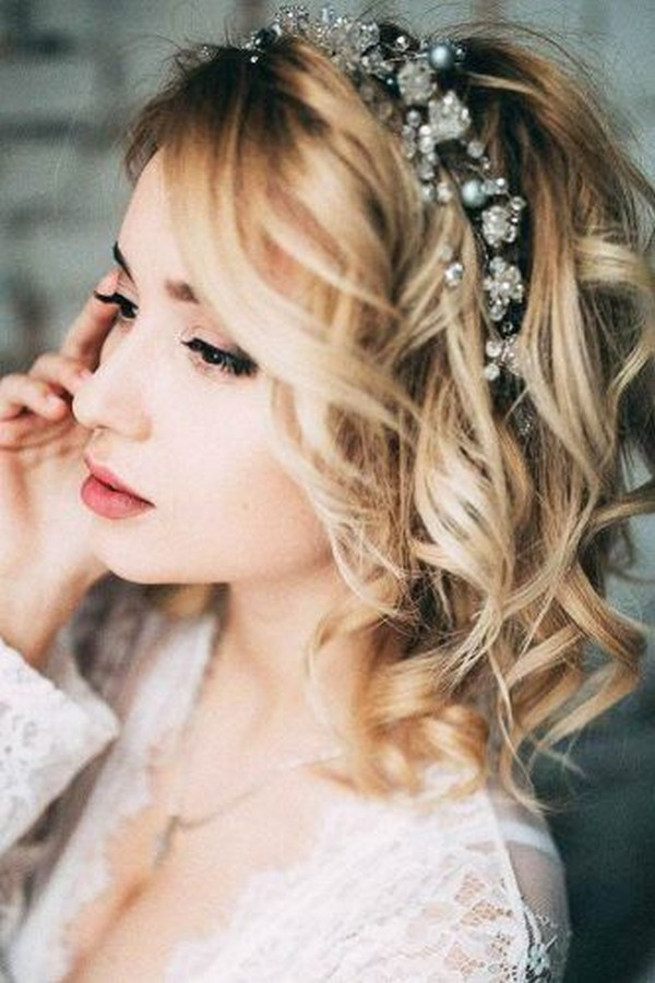 20 Medium Length Wedding Hairstyles For 2019 Brides Emmalovesweddings