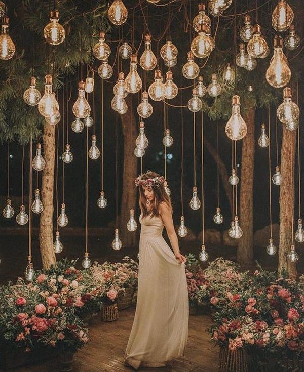 wedding photo ideas with hanging lights