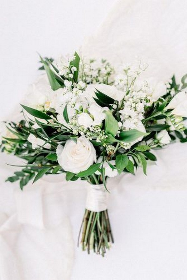 white and green elegant wedding bouquet