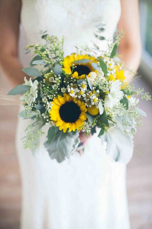 chic wedding bouquet ideas with sunflowers