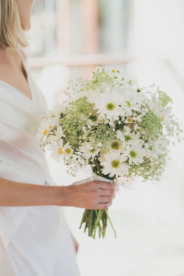 daisy and baby's breath wedding bouquet