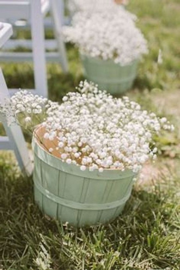 outdoor wedding aisle decoration ideas with baby's breath