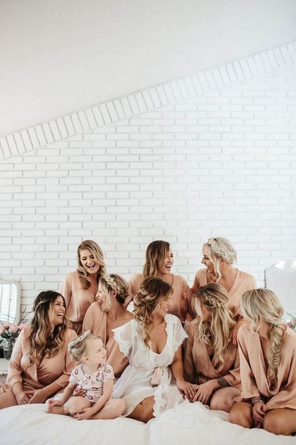bridal party getting ready wedding photo ideas