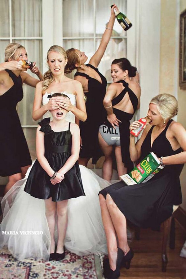fun wedding photo ideas with bridesmaids