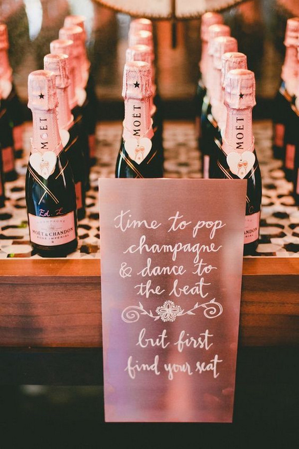 wedding favor ideas with rose gold sign