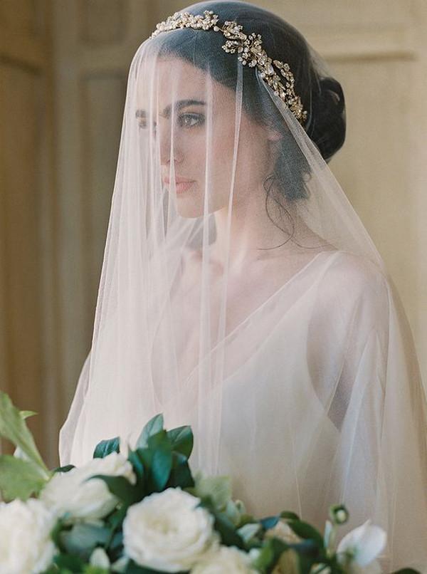vintage wedding hairstyle with veil and headpiece