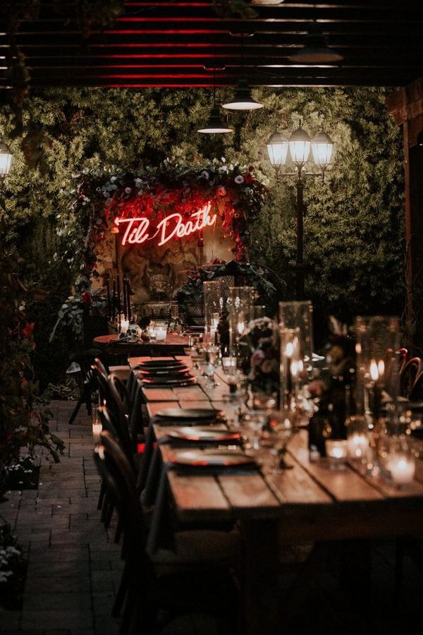 winter wedding decoration ideas with neon signs