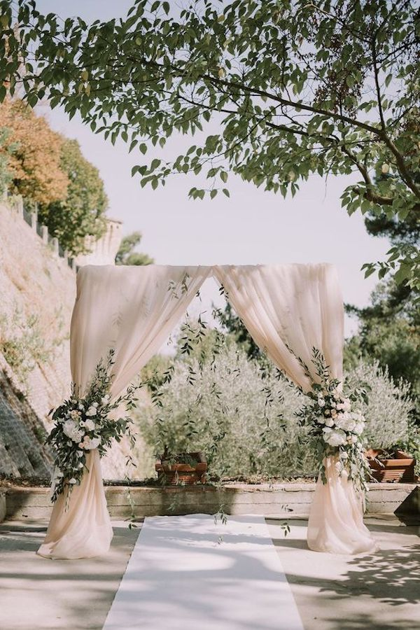 chic simple backyard wedding arch decoration ideas