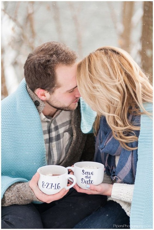 romantic snow winter engagement photo ideas