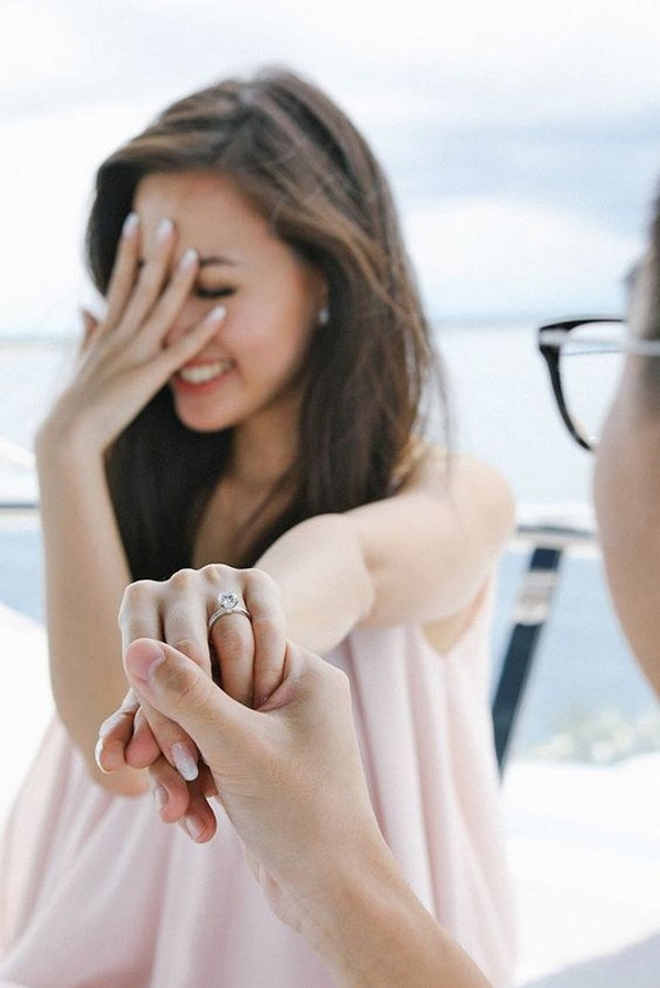 show off the ring engagement photo deas