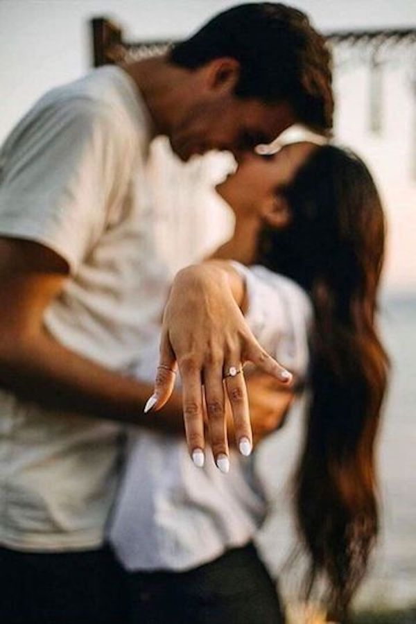 show off the ring engagement photo ideas