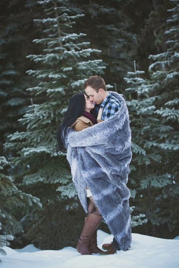 snowy winter engagement photo ideas