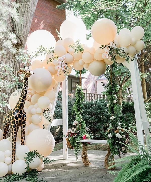 balloon wedding decoration ideas for backyard weddings
